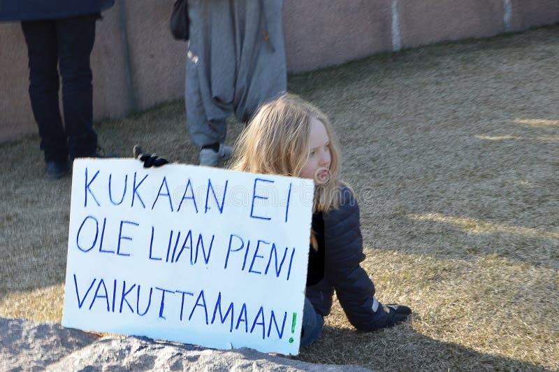 Protesta contra la inacci?n del gobierno en el cambio de clima, Helsinki, Finlandia imagen de archivo
