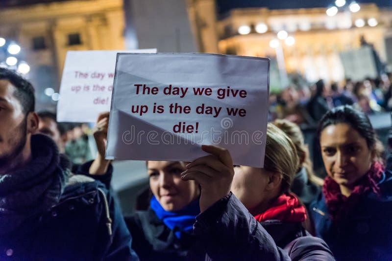 Protesta contro il coruption ed il governo rumeno immagini stock