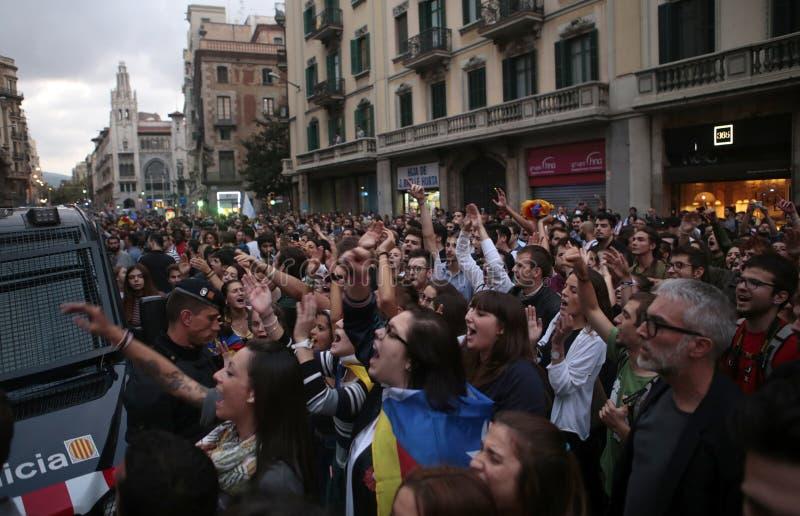 Protesta de Barcelona en el cuartel general de la policía imágenes de archivo libres de regalías