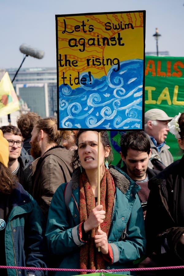 Protesta de la rebelión de Exctintion en Londres central imagenes de archivo