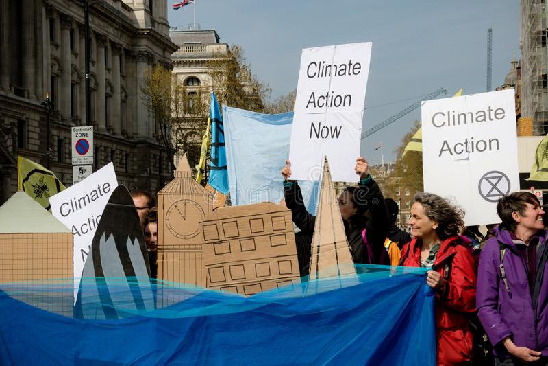 Protesta de la rebelión de Exctintion en Londres central foto de archivo