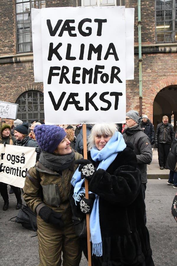 PROTESTA DEL CAMBIO DE CLIMA EN EL PARLAMENTO EN COPENHAGUE fotografía de archivo libre de regalías