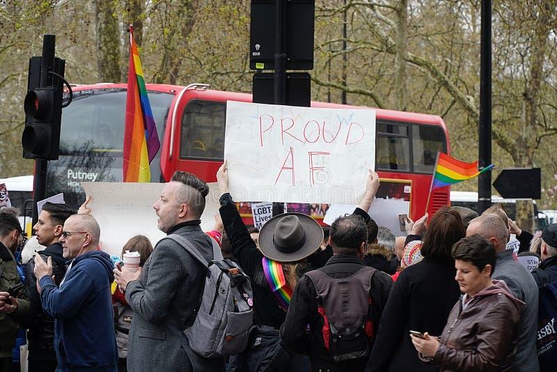 Protesta fuori Dorchester hotel Londra del 6 aprile 2019 fotografie stock libere da diritti