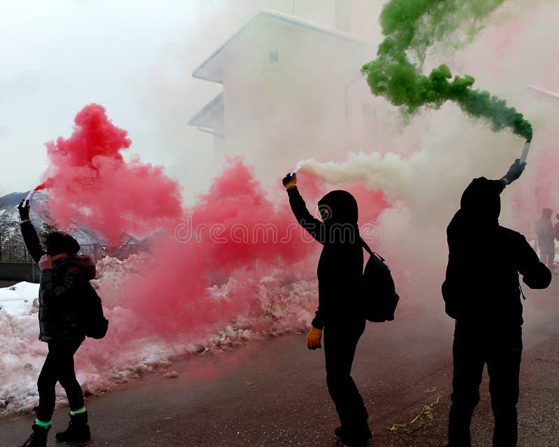 Protesta italiana con los manifestantes fotos de archivo