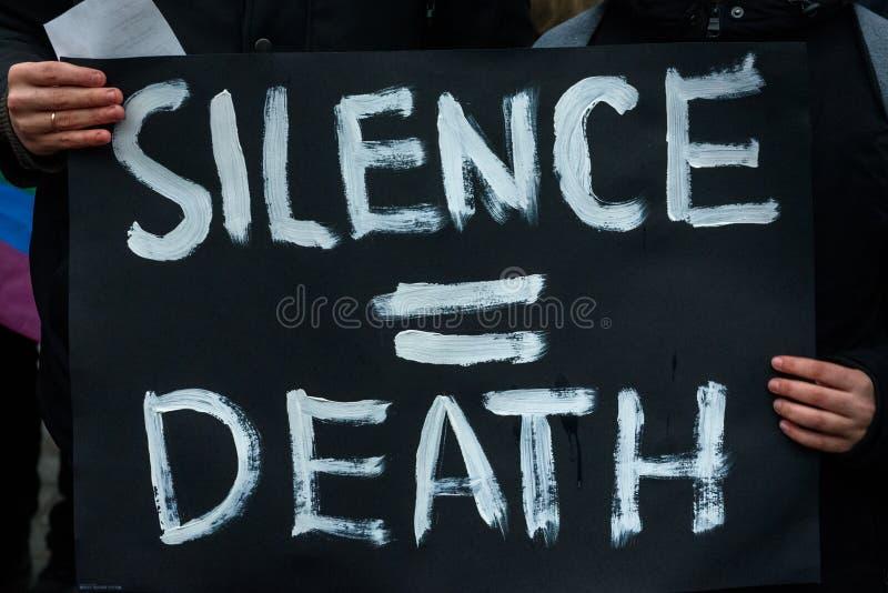Protestactie om solidariteit met Chechnya's LGBT+ c te tonen royalty-vrije stock foto's