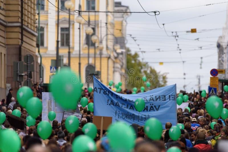 Protestacyjny wiec przeciw rasizmowi i prawicy ekstremalna przemoc w Finlandia obrazy stock