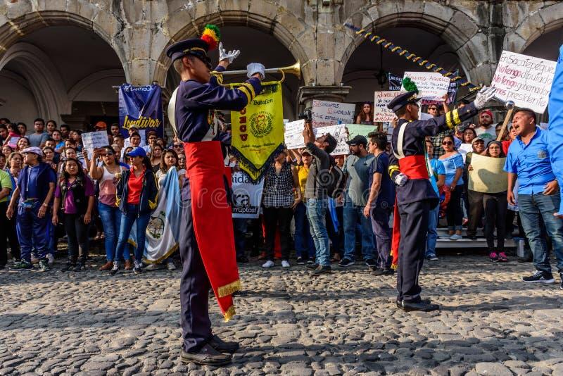 Protestadores & banda, Dia da Independência, Guatemala imagens de stock