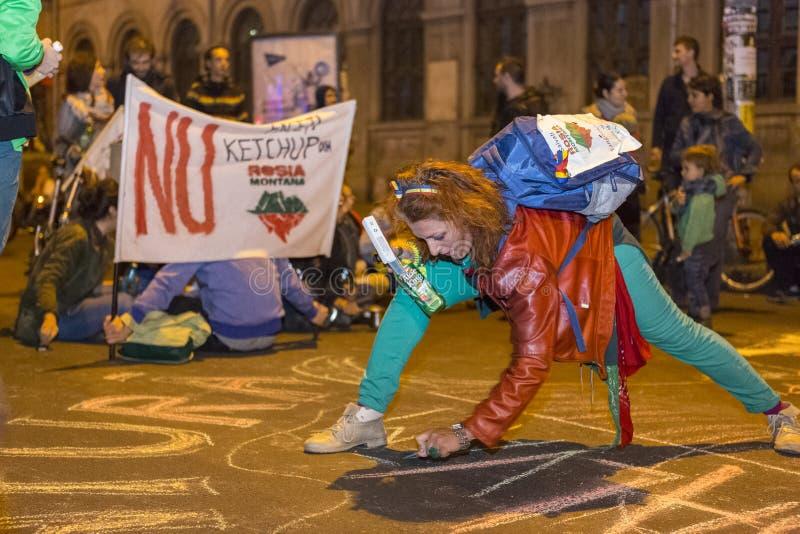 Protestas contra la extracción del oro del cianuro en Rosia Montana fotografía de archivo