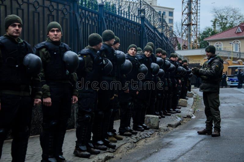Protestas de patriotas ucranianos cerca del consulado general de la Federación Rusa en Odessa contra la agresión de Rusia fotos de archivo libres de regalías