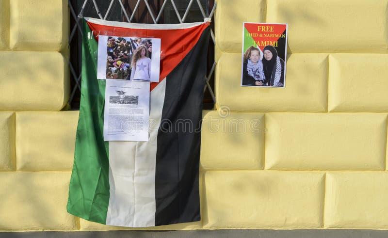 Protestas en las calles de Milán para el lanzamiento de Ahed Tamimi, muchacha palestina de 17 años, arrestada por las fuerzas isr imagen de archivo libre de regalías