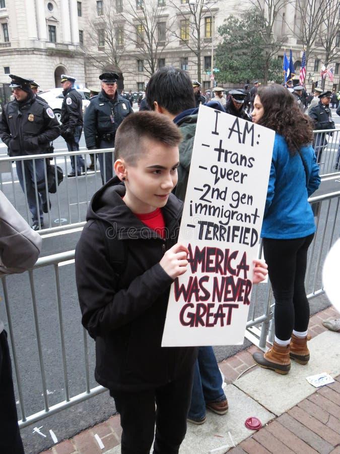 Protestataire d'enfant au défilé inaugural présidentiel photo libre de droits