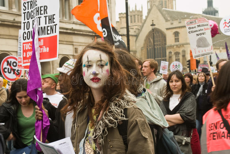 Protestataire de clown dans la démonstration de Londres photographie stock