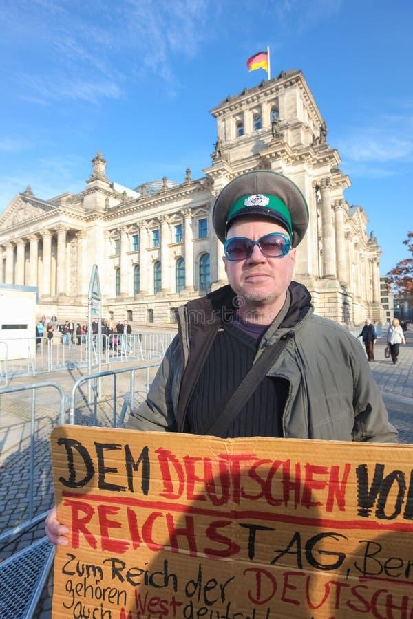 Protestataire devant le Bundestag image stock