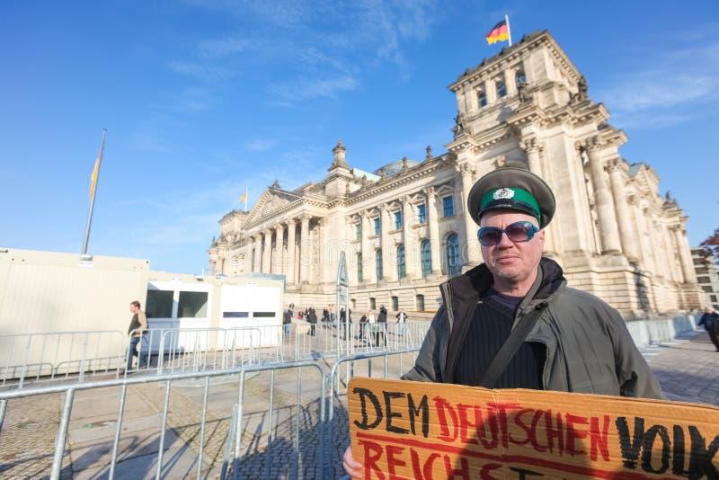 Protestataire devant le Bundestag photos stock