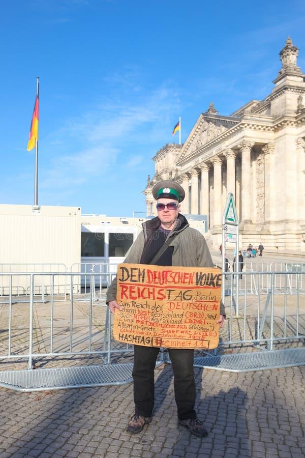 Protestataire devant le Bundestag photo libre de droits
