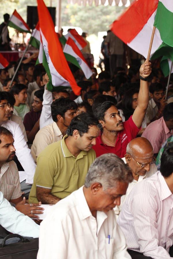 Protestataire ondulant l'indicateur indien image libre de droits