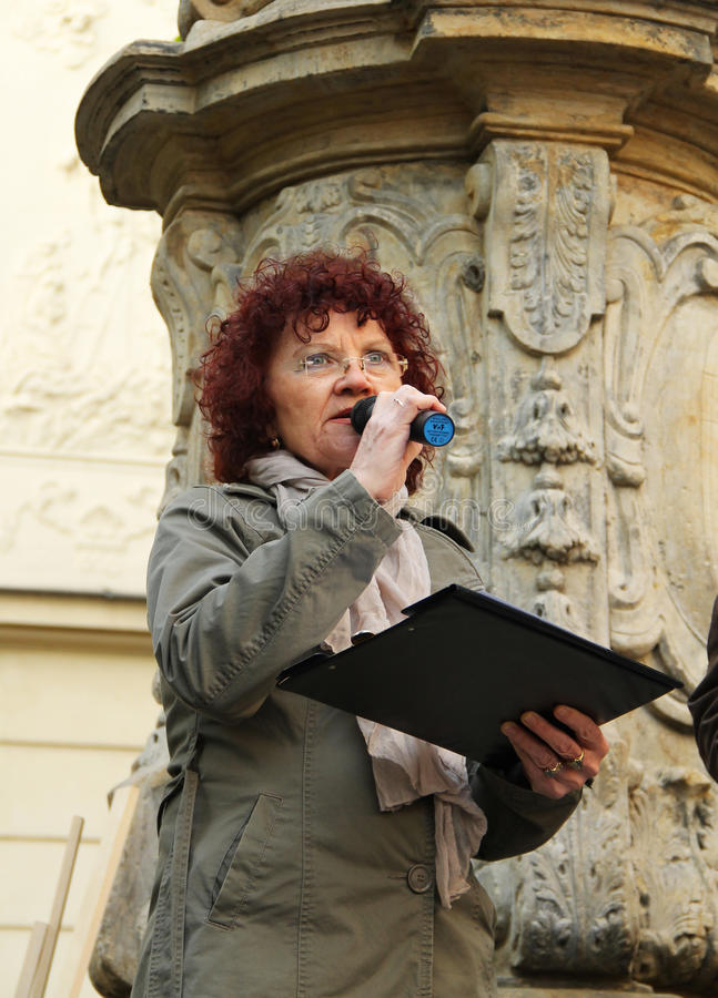 Protestataire parlant sur la démonstration photographie stock