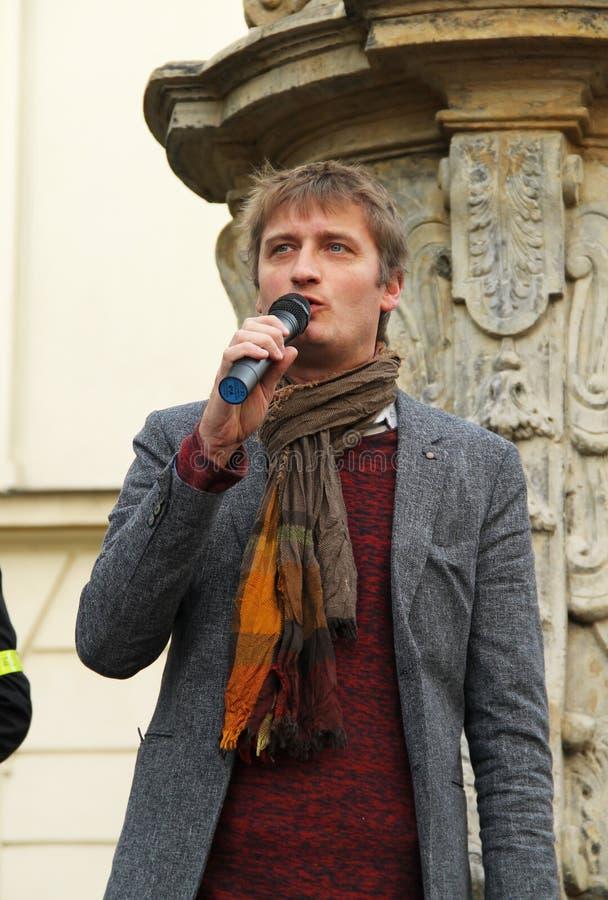 Protestataire parlant sur la démonstration photos libres de droits