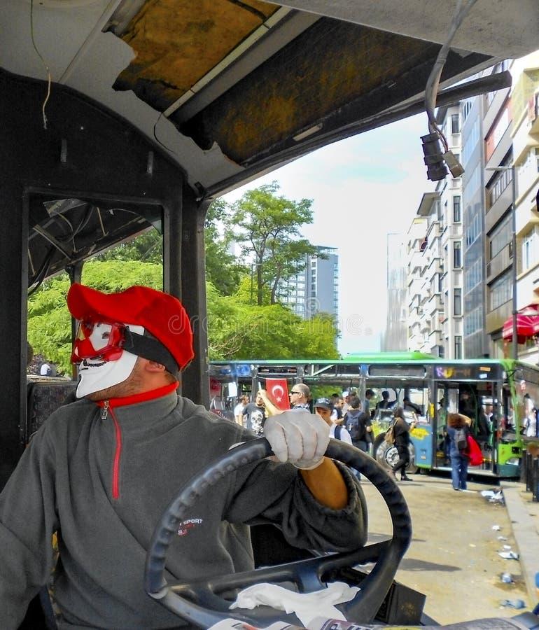 Protestataire portant un masque de Guy Fawkes, dans les protestations dans le suff de Taksim image stock