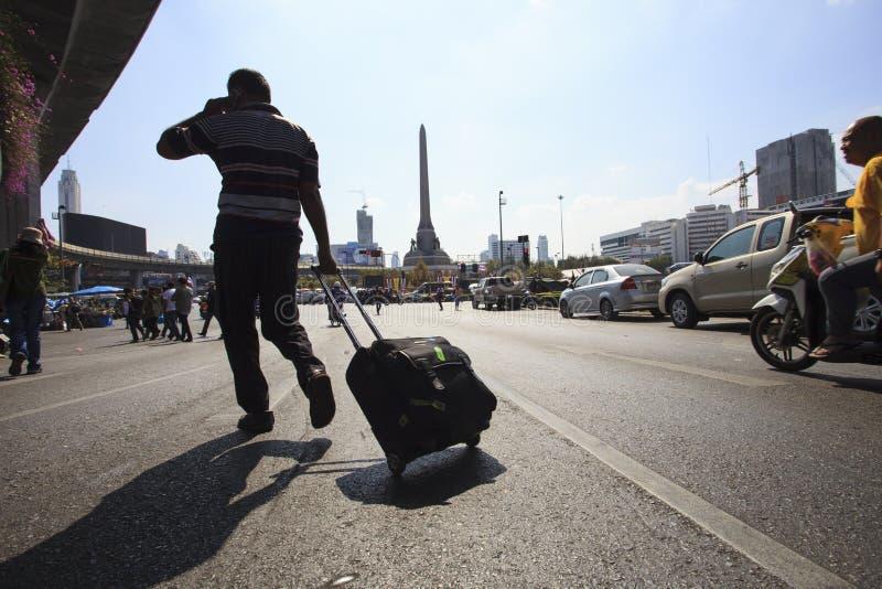 Protestataire thaïlandais de gouvernement de Bangkok Thaïlande 13 janvier - assaillant par shu photo stock