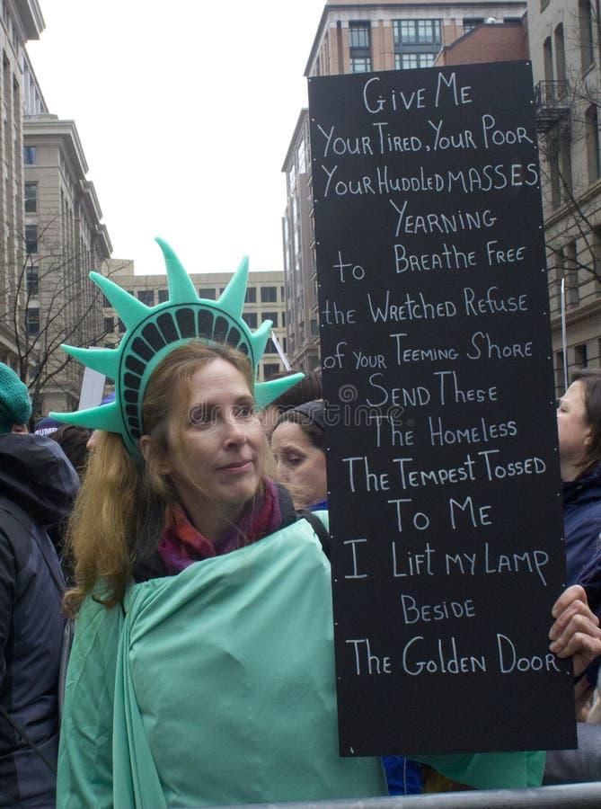 Protestataires en dehors de l'inauguration 2017 du ` s de Donald Trump photos libres de droits