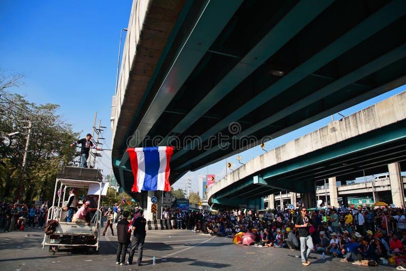 Protestatari tailandesi alla giunzione di Ladprao all'anti governo fotografia stock libera da diritti