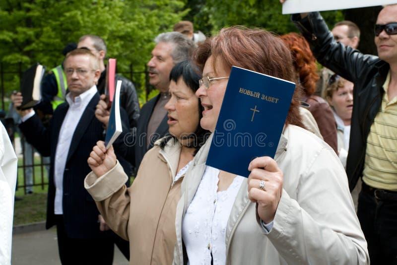 Protestateurs contre la fierté 2009 de Riga photographie stock libre de droits