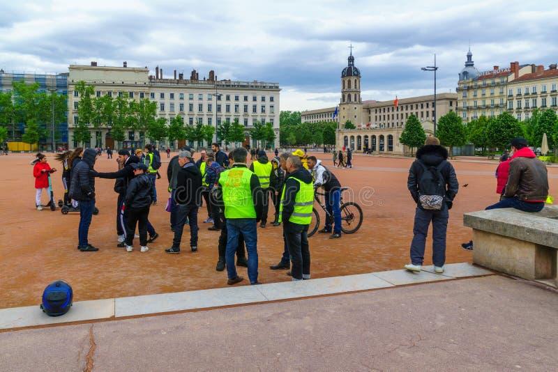 Protestateurs jaunes de gilets, ? Lyon photo stock