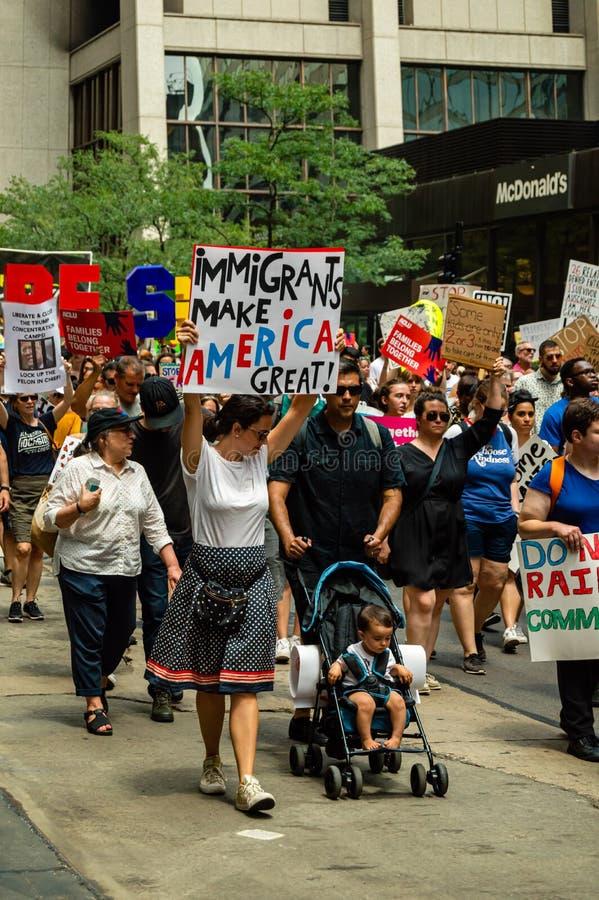 Protestation contre des centres de détention de patrouille de GLACE et de frontière photos stock