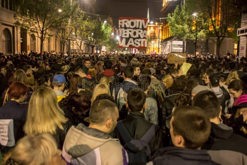 Protestation contre l'élection de premier ministre Aleksandar Vucic comme président, Belgrade photos libres de droits