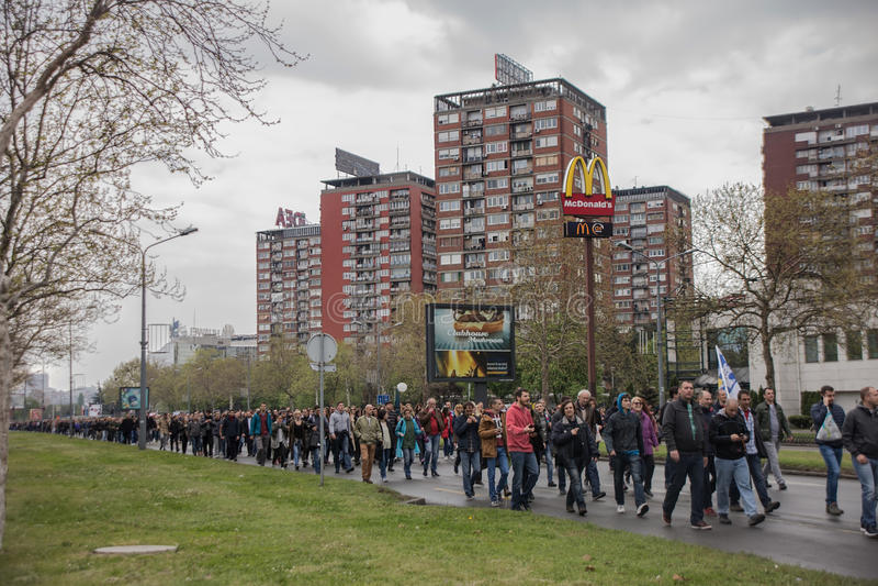 Protestation contre l'élection de premier ministre Aleksandar Vucic comme président, Belgrade photographie stock libre de droits