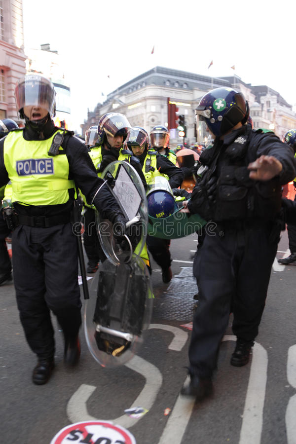 Protestation d'ANTI-CUTS à LONDRES photographie stock libre de droits