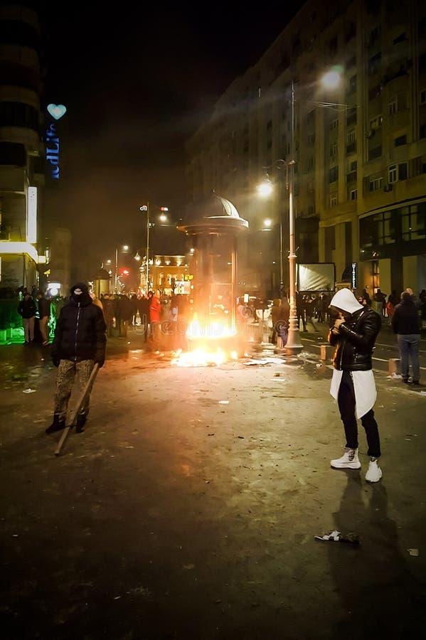 Protestation de Bucarest contre le gouvernement photographie stock libre de droits