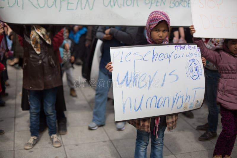 Protestation de réfugié à Athènes image stock