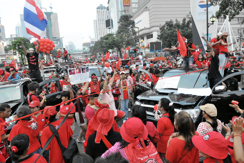 Protestation de Rouge-Chemise à Bangkok images stock