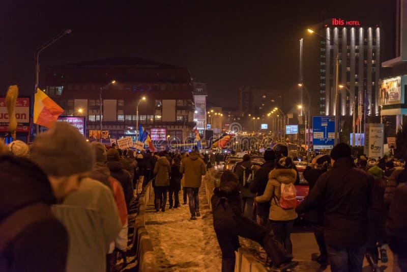 Protestation de Roumains contre le décret de corruption photographie stock