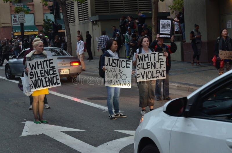 Protestation noire de matière des vies photos stock
