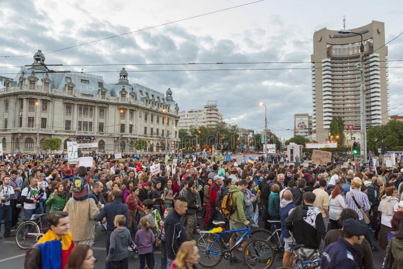 Protestations contre l'extraction d'or de cyanure chez Rosia Montana photos stock