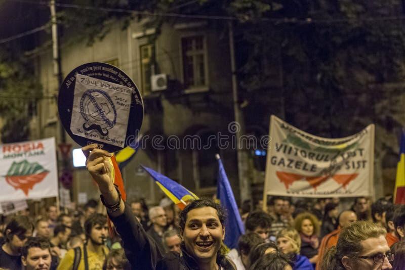 Protestations contre l'extraction d'or de cyanure chez Rosia Montana image libre de droits