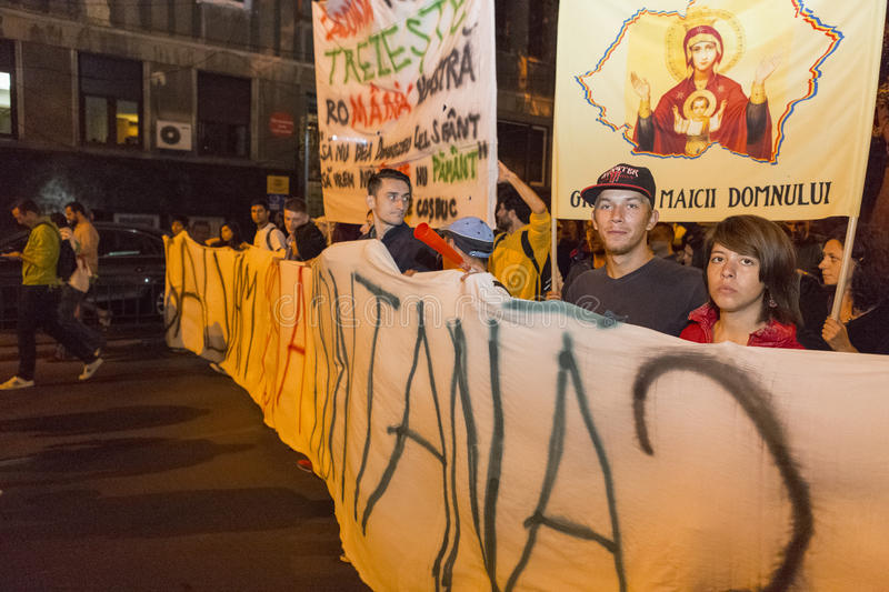 Protestations contre l'extraction d'or de cyanure chez Rosia Montana images stock