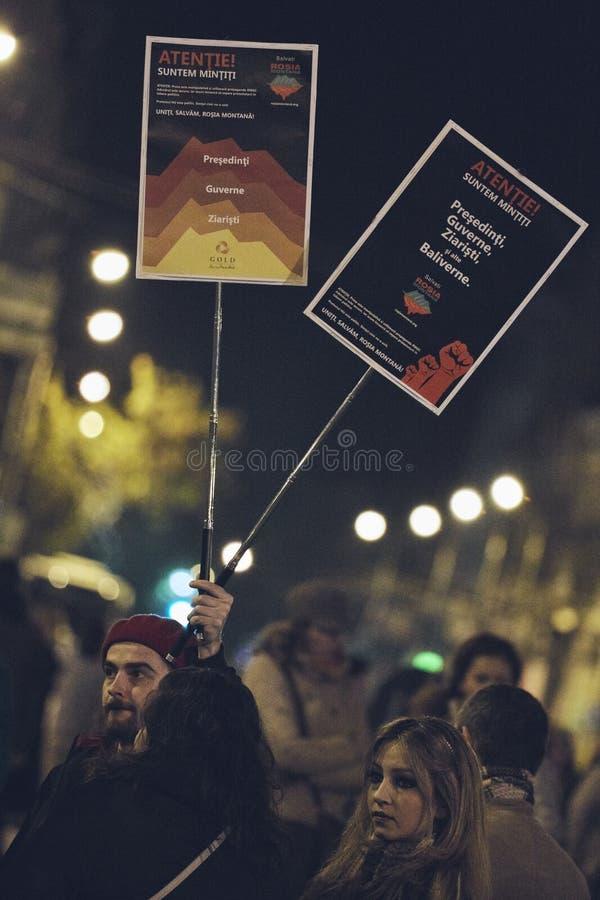 Protestations contre la mine d'or de Rosia Montana, Bucarest, Roumanie images stock