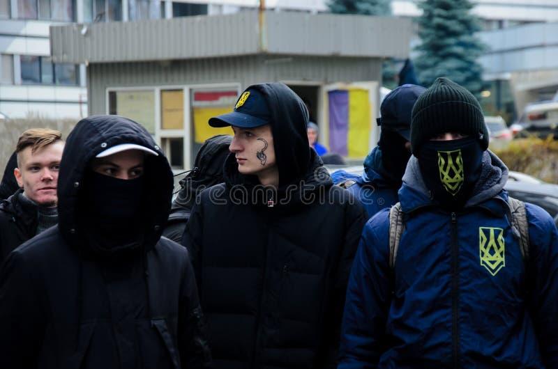 Protestations des patriotes ukrainiens près du consulat général de la Fédération de Russie à Odessa contre l'agression de la Russ image libre de droits