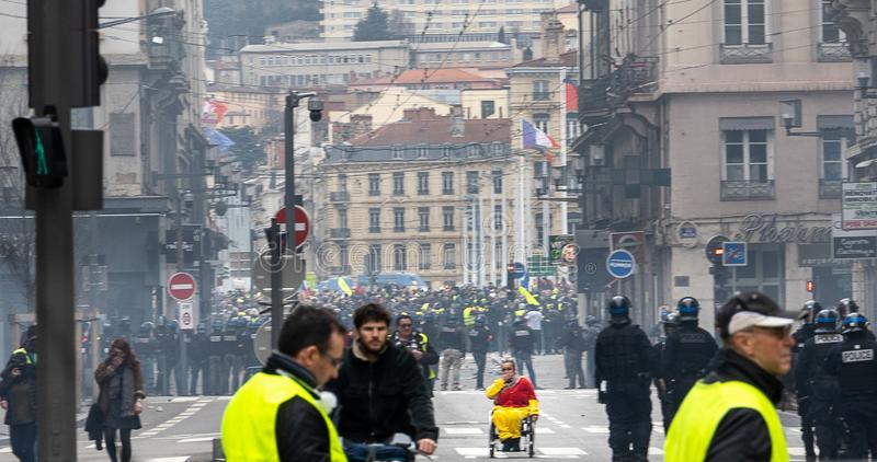 Protestations jaunes Lyon France de gilets photos stock