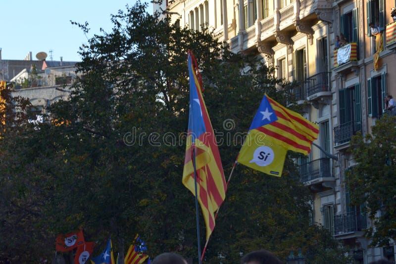Protestations pour le catalan Indipendence Référendum de la Catalogne : les gens prostesting dans les rues de Barcelone Octobre 2 image libre de droits