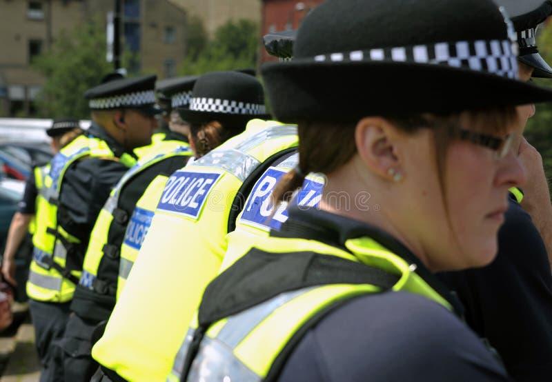 Protestatori e polizia ad una dimostrazione fotografia stock