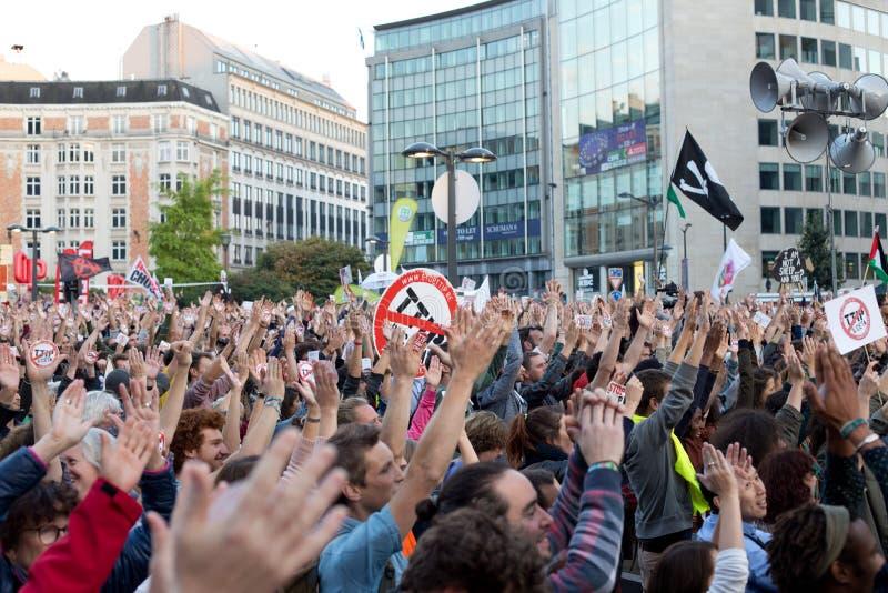 Proteste contra os acordos de comércio TTIP e CETA em Bruxelas o 20 de setembro de 2016 em Bruxelas imagem de stock