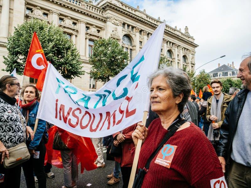 Proteste in Frankreich gegen Macron verbessert Frankreich-insoumise placa lizenzfreies stockfoto