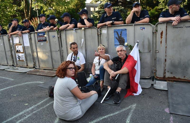 Download Proteste Gegen Regierung In Polen Redaktionelles Stockfotografie - Bild von europa, änderungen: 96935642