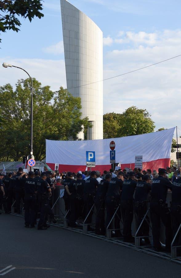 Download Proteste Gegen Regierung In Polen Redaktionelles Bild - Bild von richterlich, leute: 96935710