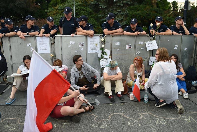 Download Proteste Gegen Regierung In Polen Redaktionelles Foto - Bild von warschau, freiheit: 96935756